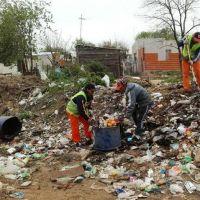 Saneamiento. Continúan limpiando minibasurales