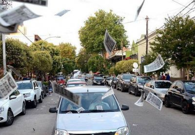 Multitudinaria caravana de protesta contra la multinacional EDEA S.A.