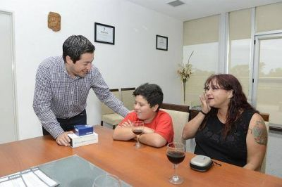 Nardini hizo entrega de subsidios PROMUNIF a familias malvinenses