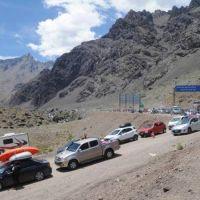 Comerciantes dicen que venden menos por las compras en Chile