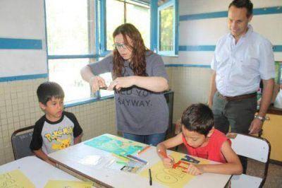 Abren las escuelas en verano con actividades para miles de chicos