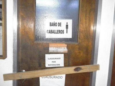 Los baños del ministerio de Salud, un reflejo del caos en que está sumergida la cartera de Ortiz