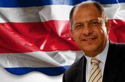 El presidente de Costa Rica inicia una visita a los Emiratos Árabes