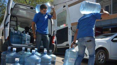 Limay contaminado: se toma 30% más de agua envasada