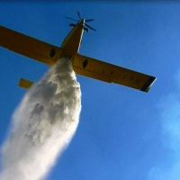 Avión combatió dos incendios en Santa Rosa