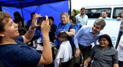 El Gobierno reparte DNI y vacunas en el Conurbano, como parte de los esfuerzos para levantar en las encuestas