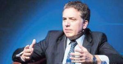 Dujovne, en busca de fondos, se reúne hoy en Davos con el BID, el BM y bancos de inversión