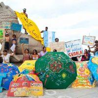 """Convocan a la primera """"sombrilleada"""" en defensa de las playas públicas"""