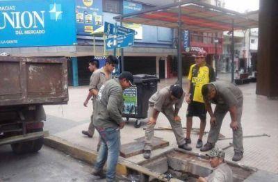 Intensifican la limpieza de las cámaras de desagüe en la zona de la peatonal