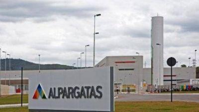 El gobierno busca reubicar a los despedidos de Alpargatas S.A