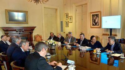Macri piensa cambiar por decreto las leyes de Migraciones, de feriados y de ART