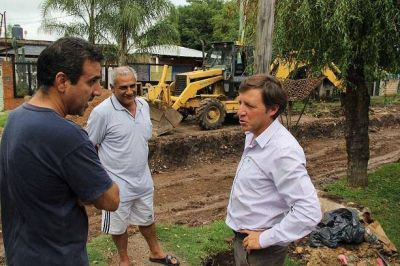 Jaime Méndez supervisó un nuevo pavimento para el barrio Trujui