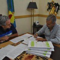 Javier Gastón anunció obras en materia de agua potable y cloacas