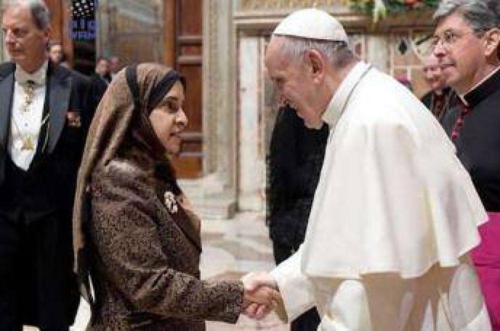 El papa Francisco recibió a la embajadora de los Emiratos Árabes en España