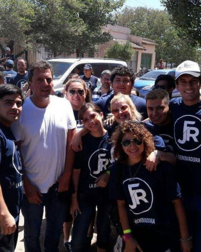 Encuentro de jóvenes con Sergio Massa en una ciudad turística