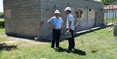 Intendente y Subsecretario de Obra Pública recorrieron la obra de las cantinas en el Parque República de Brasil