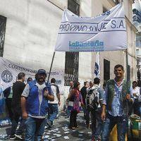 Bancarios rechazan plan oficial de imponer techo de 20% a paritarias