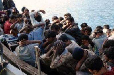 Indonesia entrega ayuda humanitaria a los musulmanes rohingyas