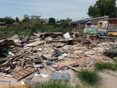 Riesgo sanitario por los escombros de un asentamiento