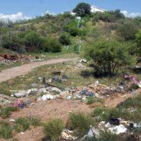 Dos grandes basurales contaminan el camino a la Gruta de la Virgen