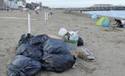 Se recolectan 10 toneladas de basura por día en las playas populares