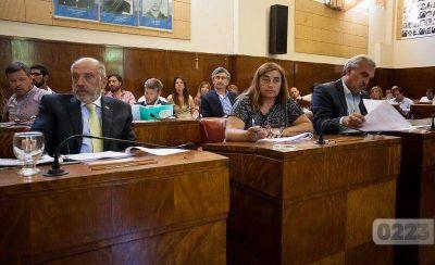 Rechazan eliminación de feriados puente: promueven sesión especial y citan a Arroyo y Magnoler