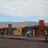 Pocito: 77 familias recibieron las llaves de su casa propia