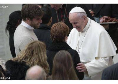 """Estilo comunicativo abierto marcado por la lógica de la """"buena noticia"""": pide el Papa a los comunicadores"""