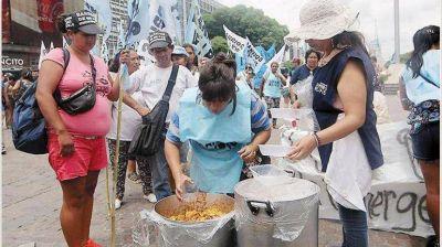 Con protestas piqueteras de fondo, el Gobierno aumentó planes sociales