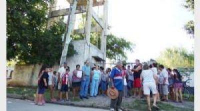 Protestas de vecinos en Derqui, tras 12 días sin agua