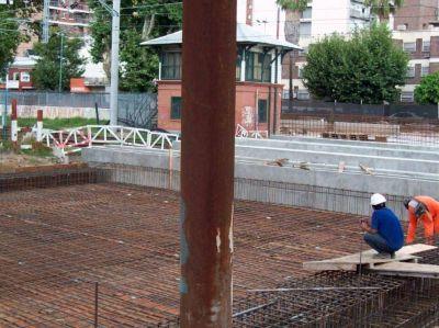 Avanza la obra del bajo vía en Bernal, pero todavía no hay fecha de inauguración