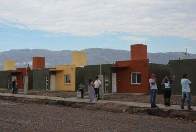 Entregan casas y estrenan repavimentación en Pocito �