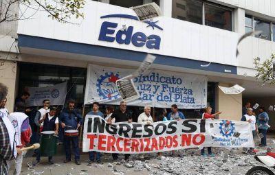 """Multitudinaria movilización de Luz y Fuerza """"contra la impunidad de Edea"""""""