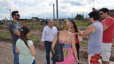 El concejal Matías Cánepa visitó a vecinos indignados por el poco avance del plan Procrear