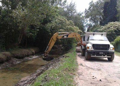 Limpieza integral y ampliación de cauces en canales en la zona de Los Talas