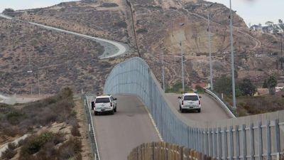 Donald Trump le pone la firma al muro que dividirá EE.UU. de México