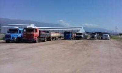 Camioneros bloquearon el acceso a la SAPEM Agroandina