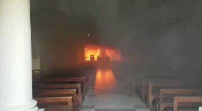 Un incendio arrasó con la catedral de San Nicolás