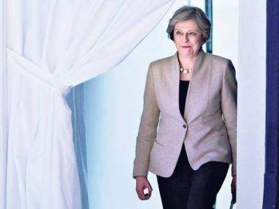 May, criticada por propios y ajenos
