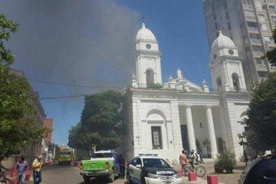 Peligro de derrumbe en la Catedral de San Nicolás: no descartan que el incendio haya sido intencional