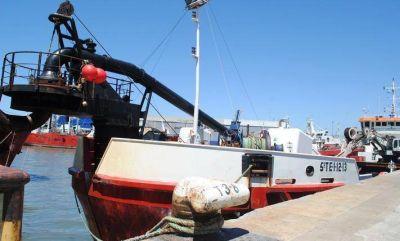 …y un día llegó la draga Omvac: En siete días comenzará a trabajar en el Puerto