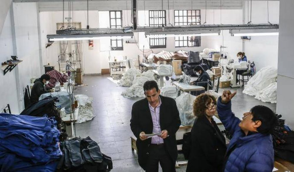 La Ciudad regularizó el trabajo en más de 300 talleres textiles durante enero
