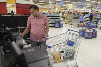El poder de compra de los salarios cayó 6% el año pasado