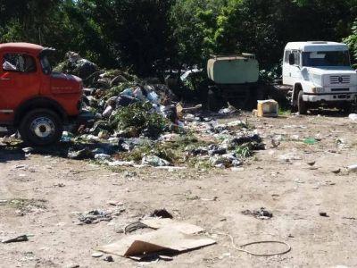 Vecinos de Tolosa preocupados por un basural a metros de un centro de salud