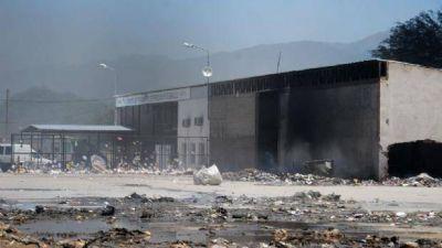 Un feroz incendio quemó gran parte de la Planta de Residuos