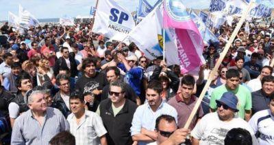 Ya hubo 500 petroleros despedidos y Santa Cruz habla de crear un reaseguro del empleo