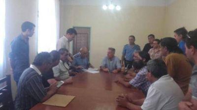 Arcioni y Ale firmaron acta compromiso con remiseros para reforzar la seguridad en Comodoro