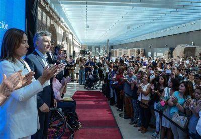 Con el apoyo de Massa, Macri reforzó por decreto los controles inmigratorios
