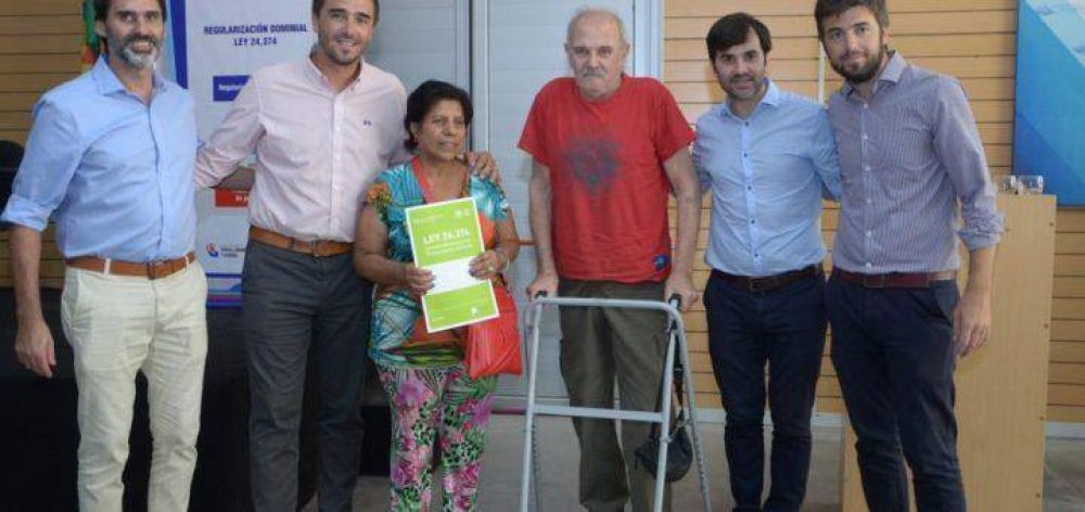 Olavarría: Galli entregó más de 80 escrituras