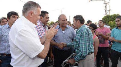 Manzur supervisó obras y visitó una escuela de verano en Acheral